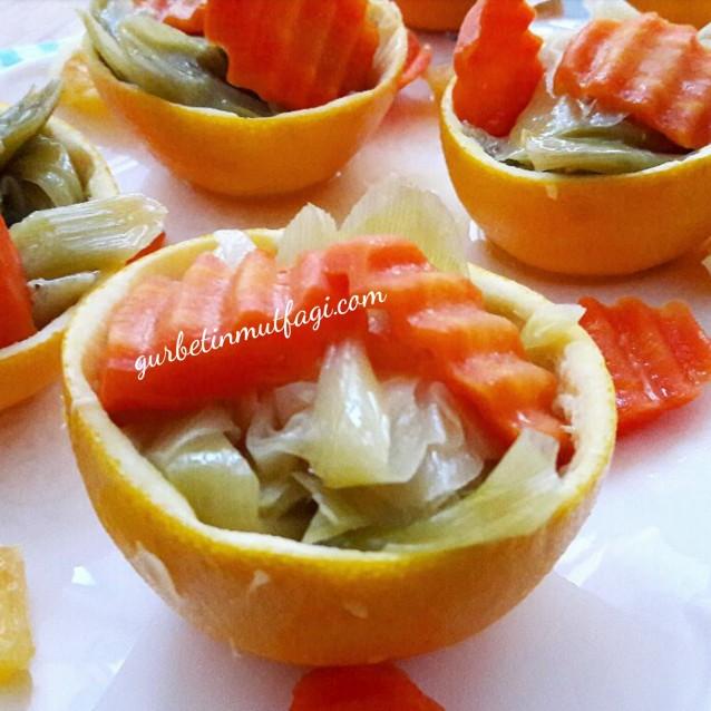Zeytinyağlı Pırasa Tarifi-Portakal çanağında zeytinyağlı portakallı pırasa tarifi